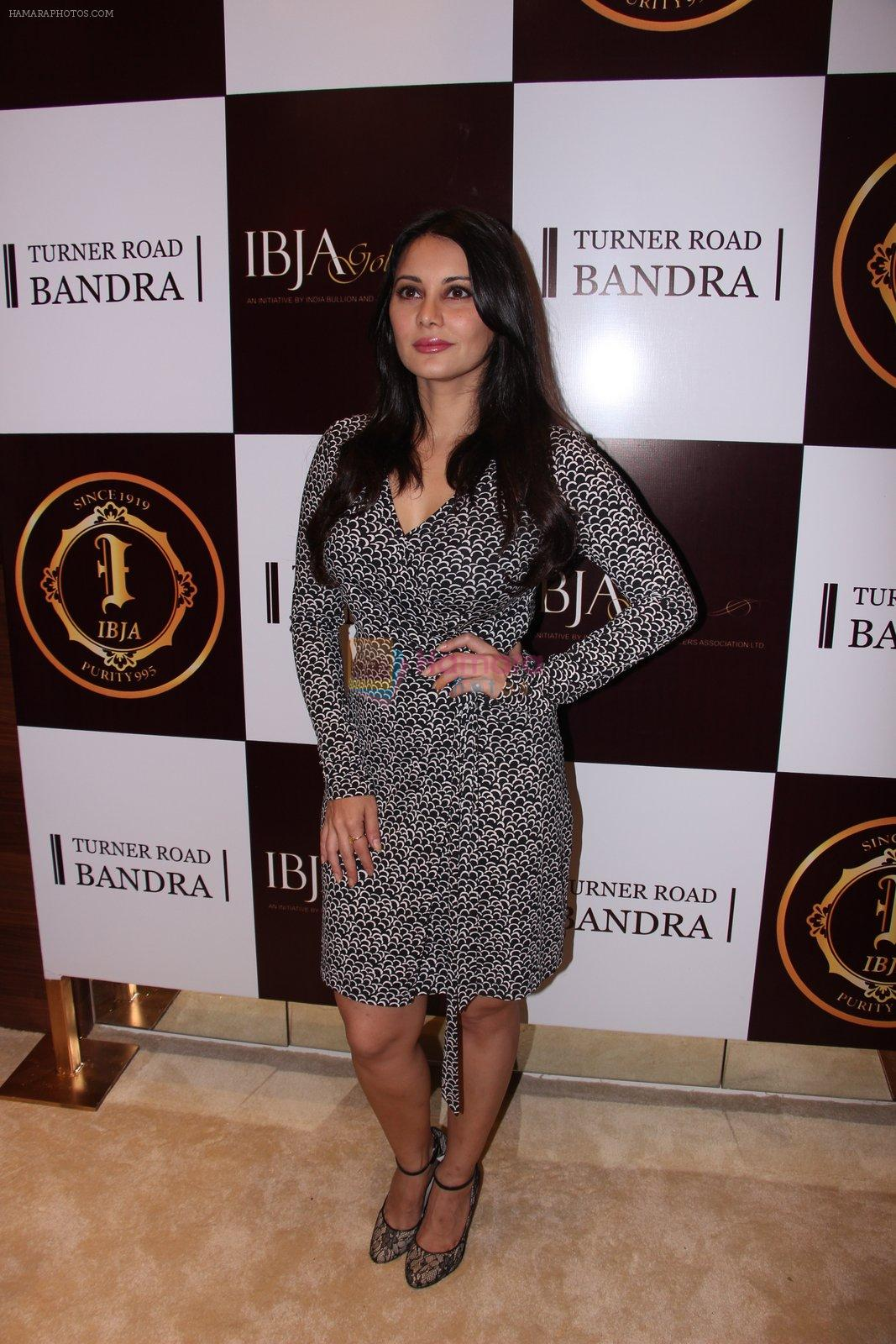 Minissha Lamba during the launch of India's first customized gold coin store IBJA Gold, in Mumbai on 7th Sept 2016