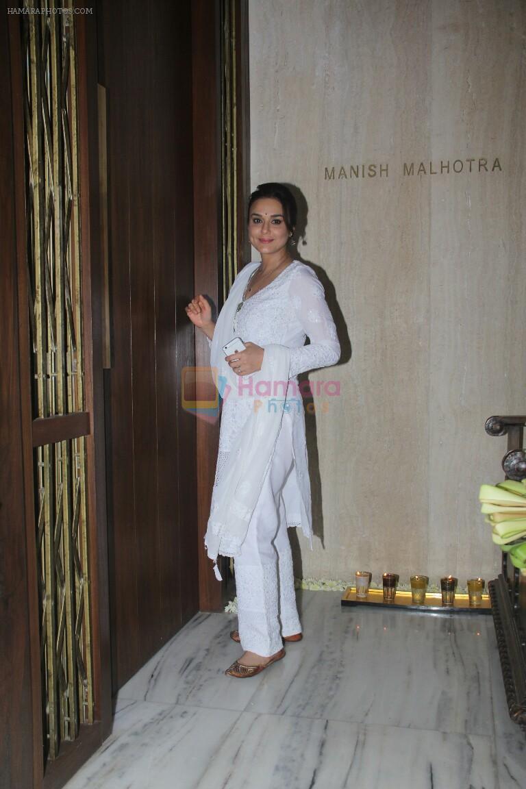 Preity Zinta at Manish Malhotra's house on 6th Sept 2016