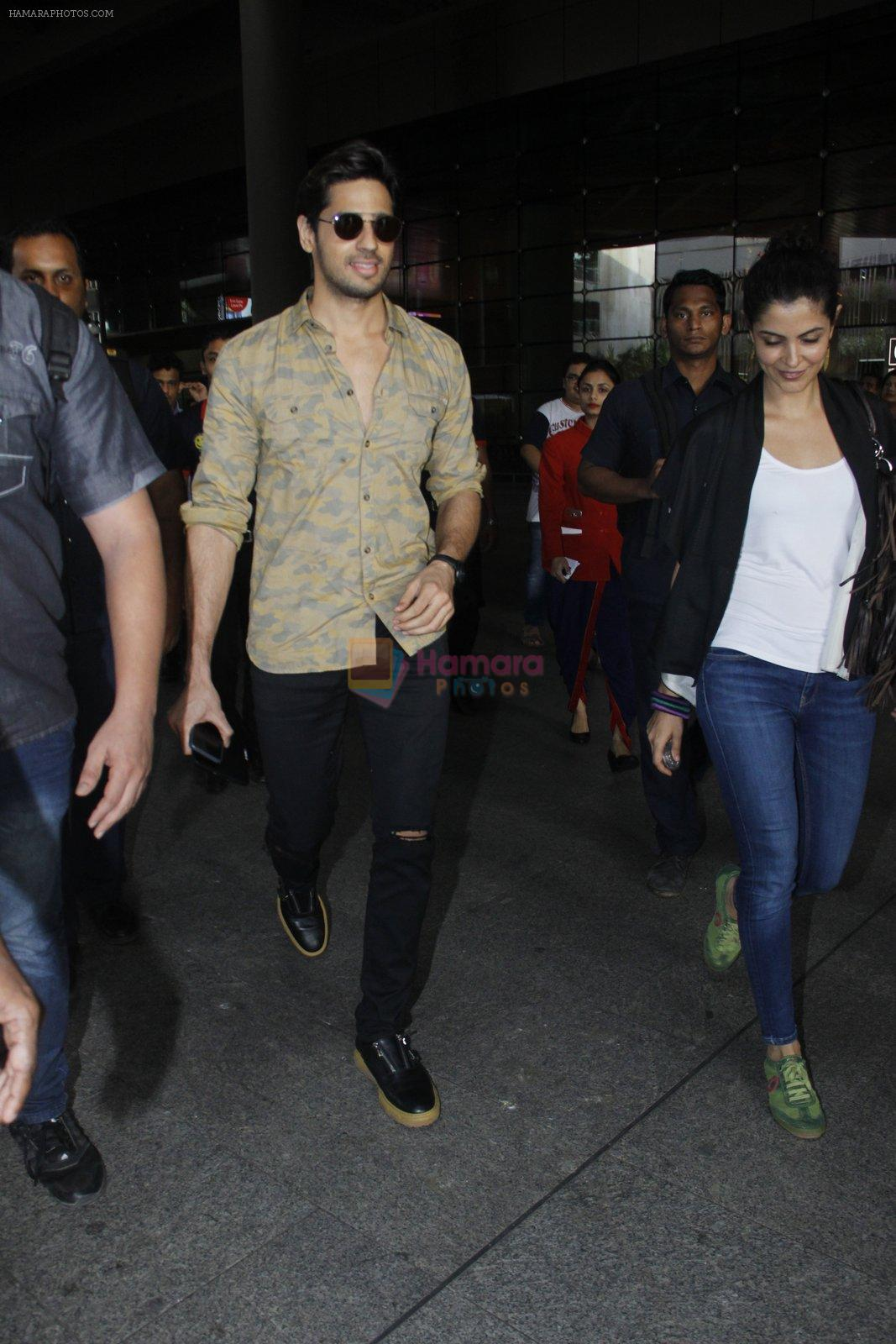 Sidharth Malhotra snapped at airport on 8th Sept 2016