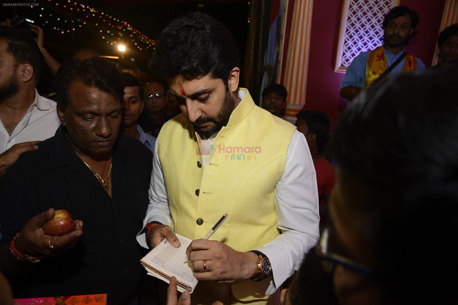 Abhishek Bachchan at Ganpati Mandal on 8th Sept 2016