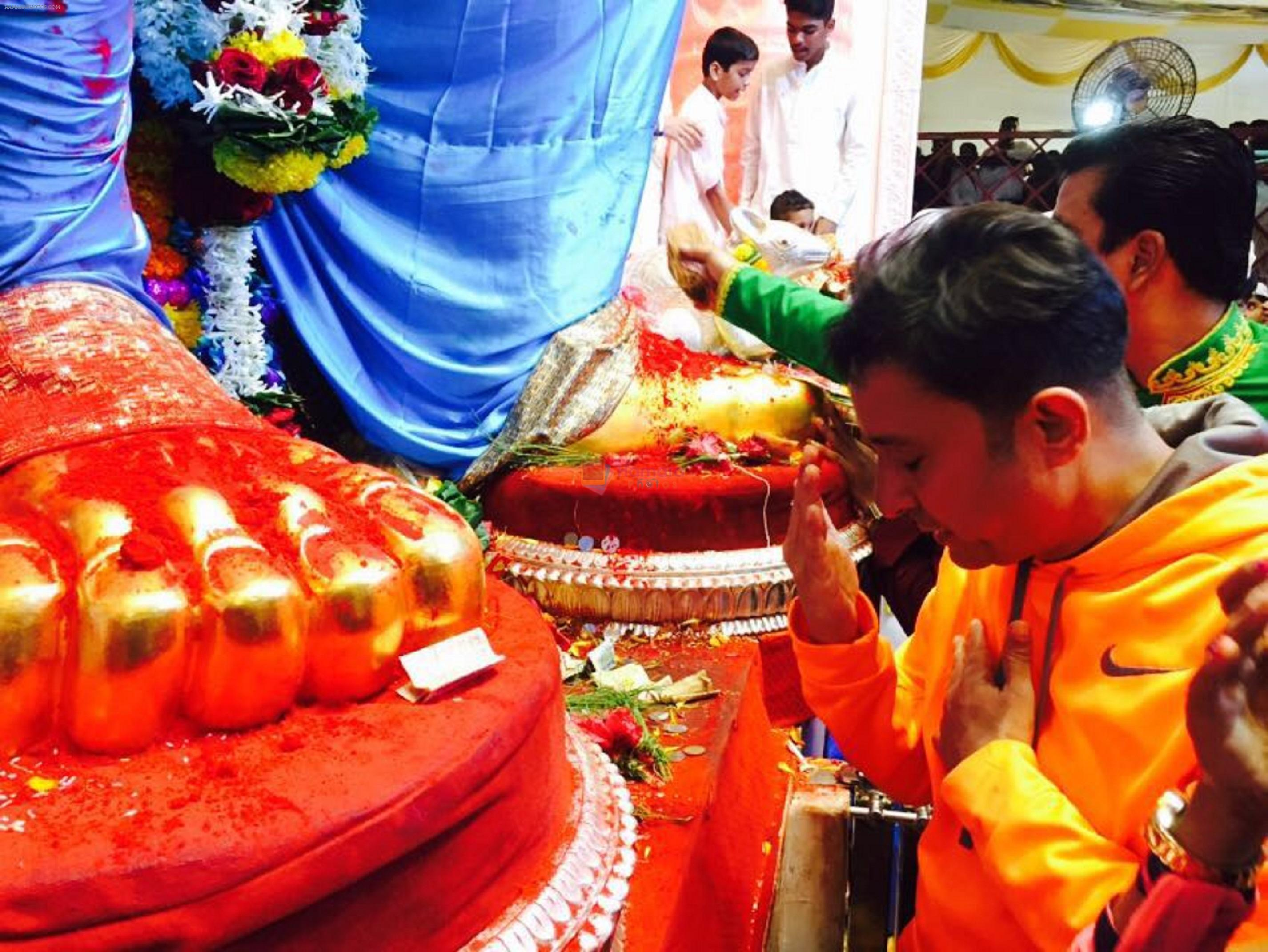 Sukhwinder Singh during his visit to Lalbaug cha raja on 8th Sept 2016