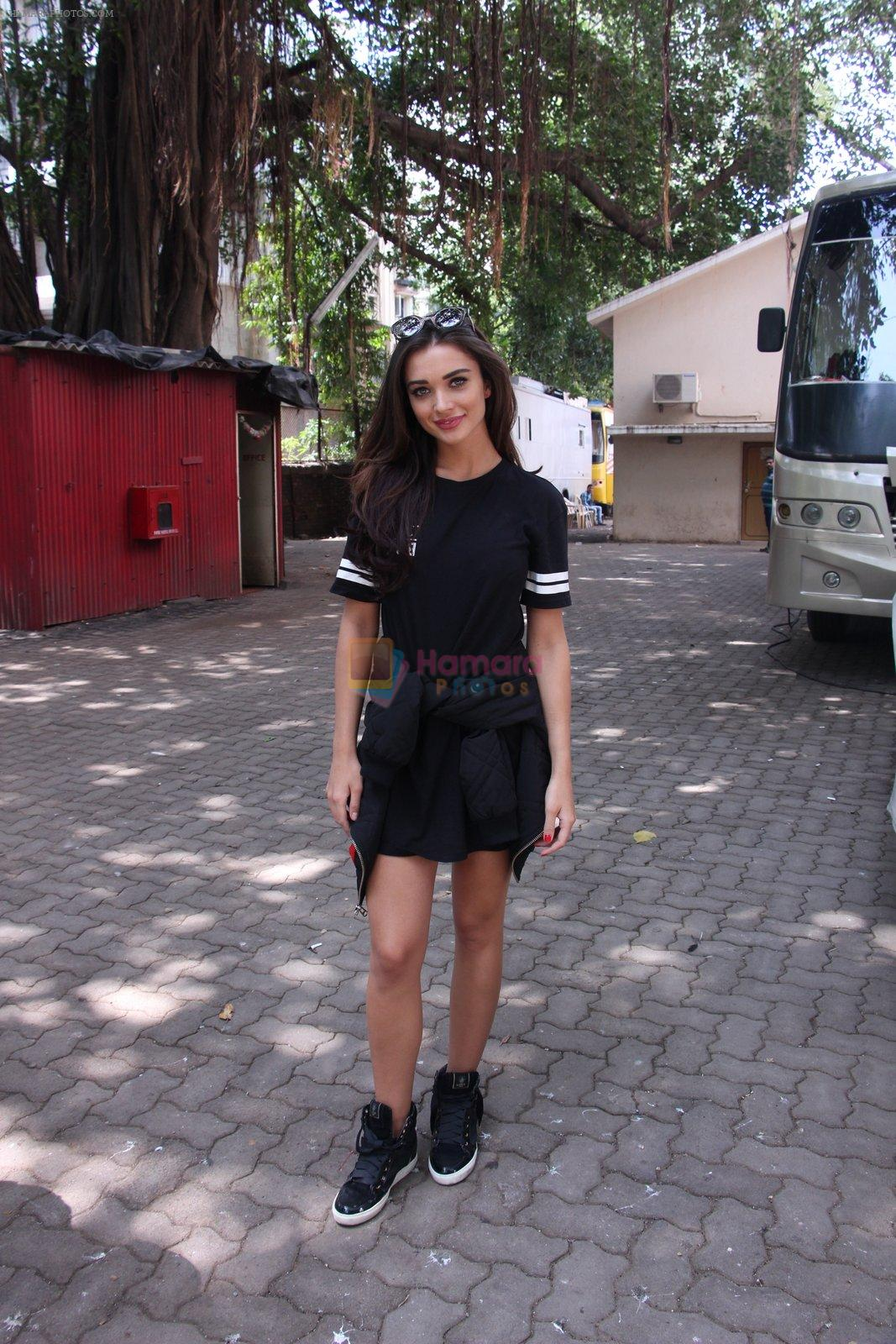 Amy Jackson snapped in Mumbai on 9th Sept 2016