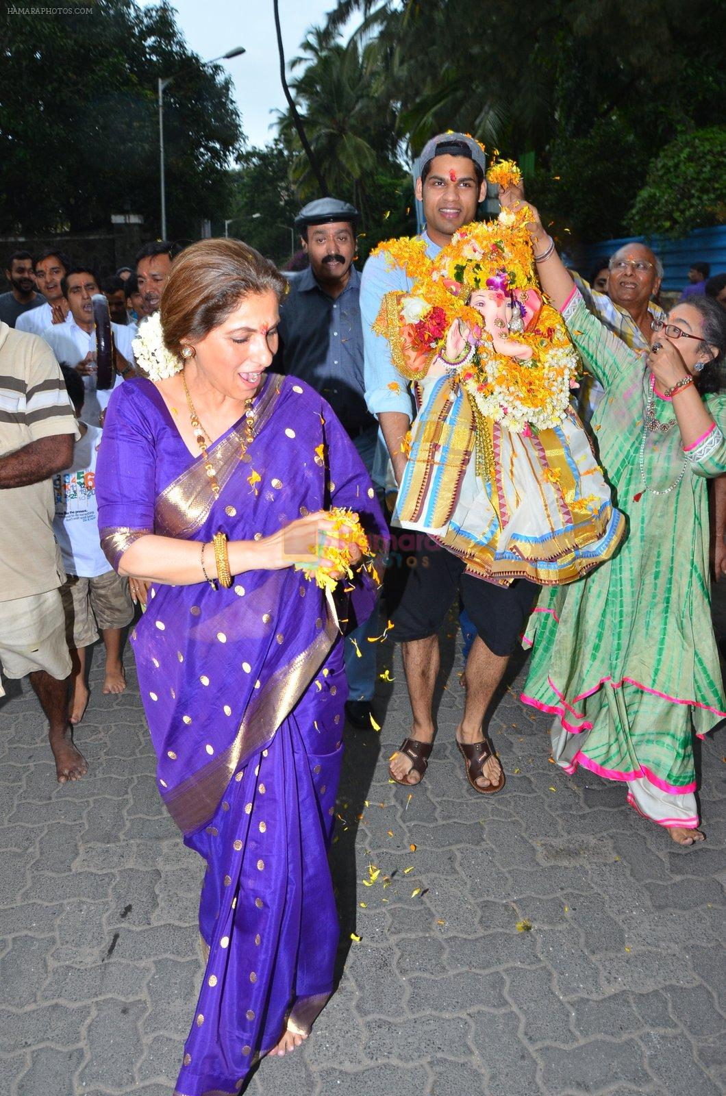 Dimple Kapadia Ganpati Visarjan on 9th Sept 2016