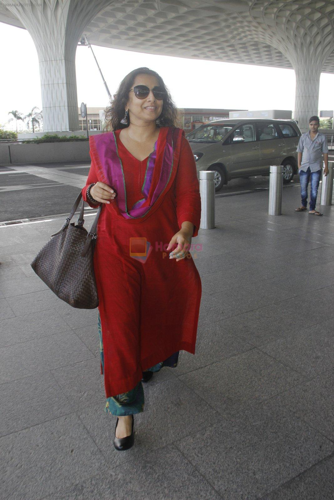 Vidya Balan snapped at airport on 9th Sept 2016