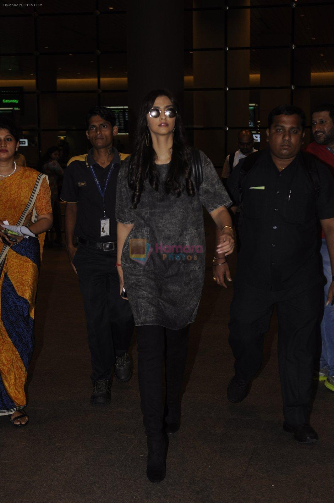 Sonam Kapoor snapped at airport on 10th Sept 2016