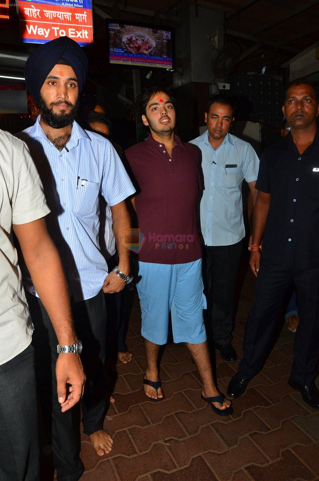 Anant Ambani snapped at Siddhivinayak Temple on 10th Sept 2016