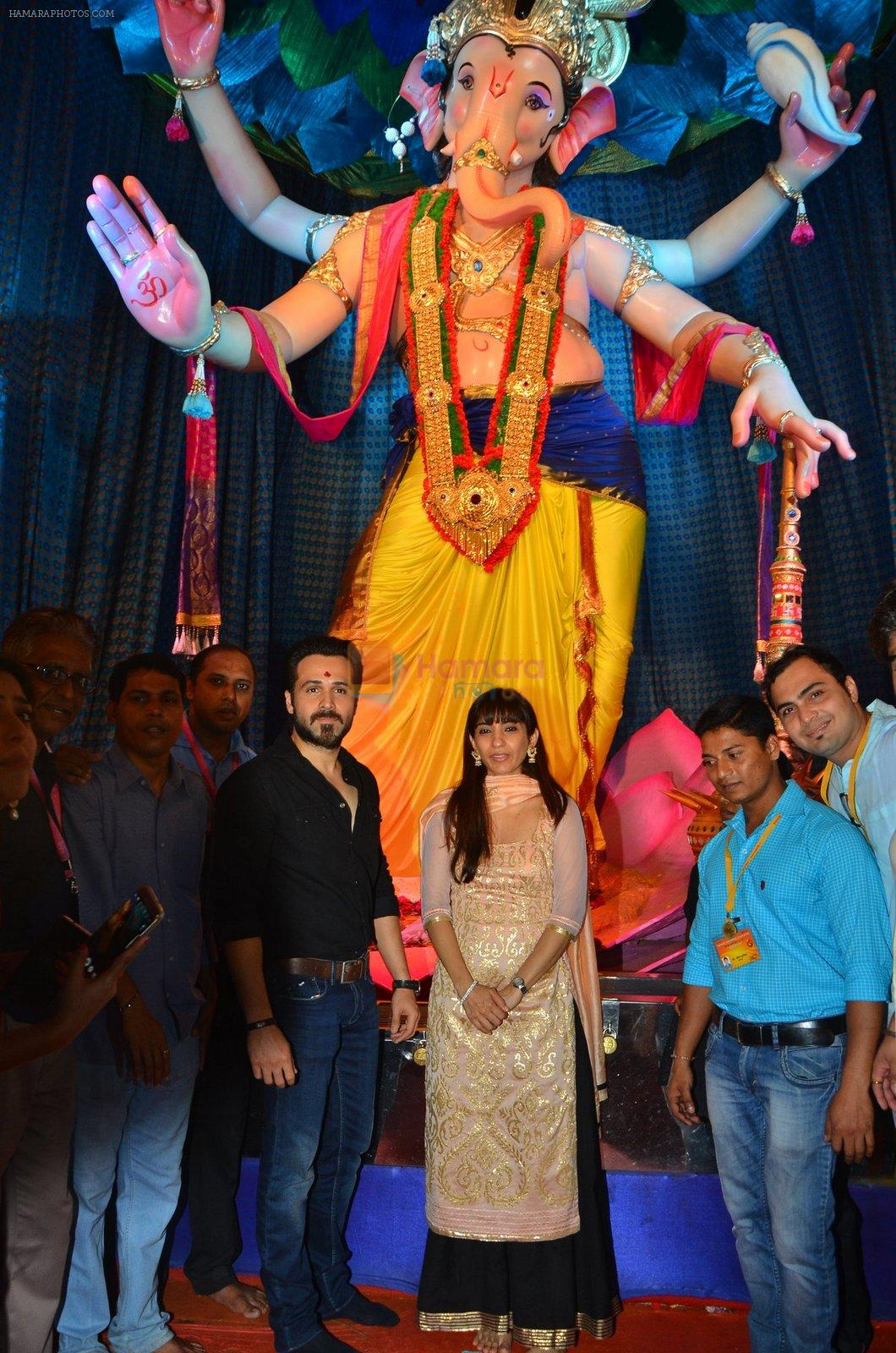 Emraan Hashmi visited Mumbai Cha Raja Ganesh Galli on 11th Sept 2016