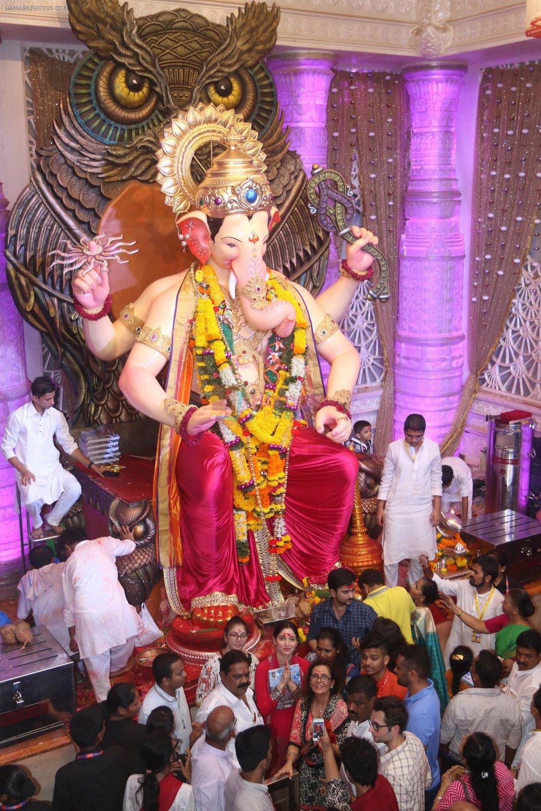 Tammanah Bhatia at Lalbaugcha Raja on 11th Sept 2016