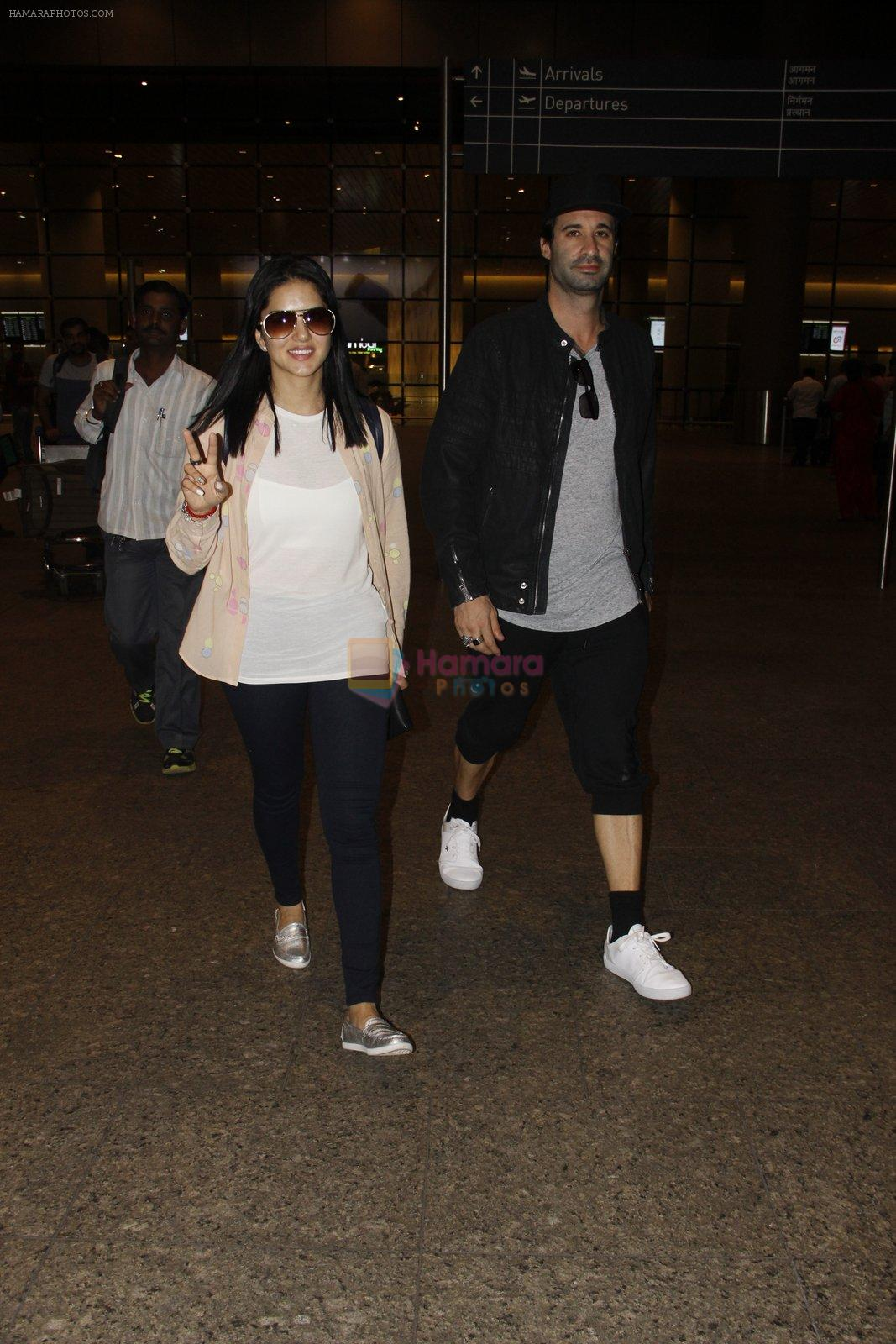 Sunny Leone snapped at airport on 12th Sept 2016