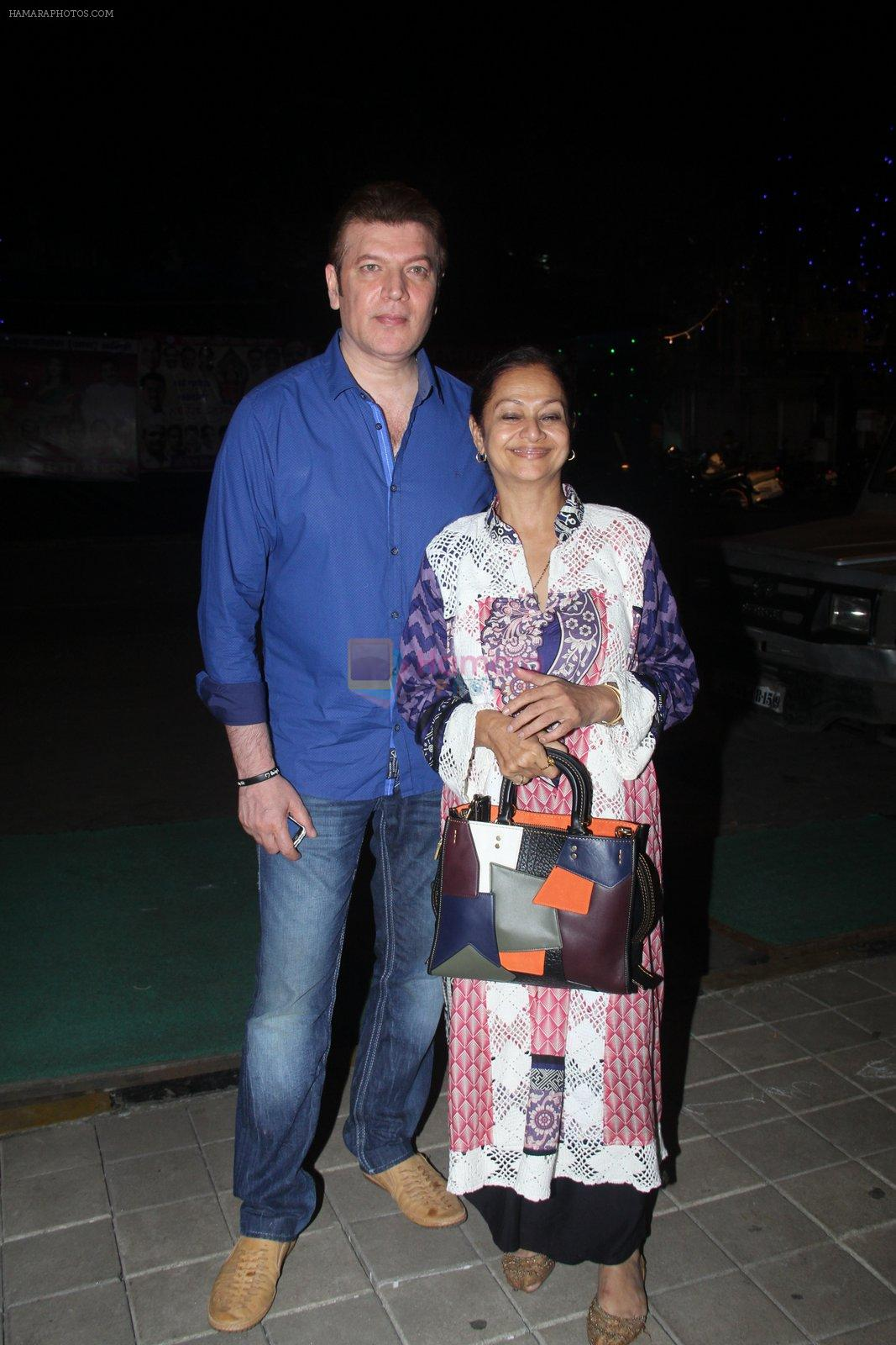 Aditya Pancholi, Zarina Wahab snapped with his family for dinner in Bandra on 12th Sept 2016