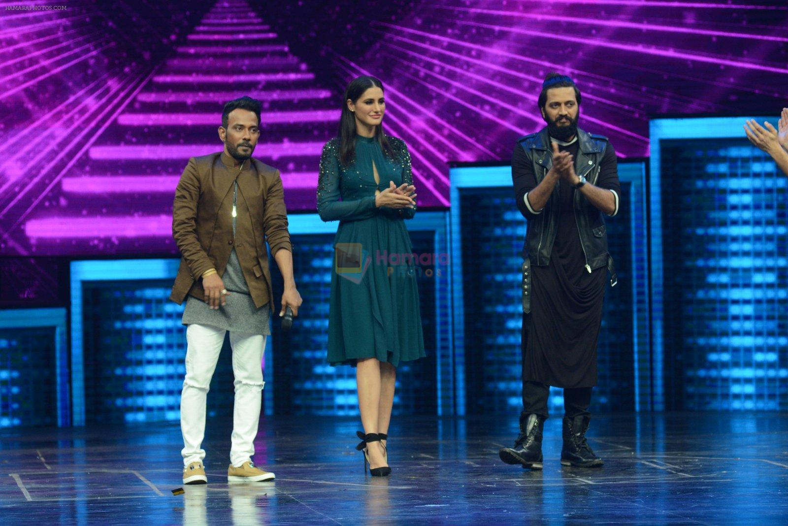 Ritesh Deshmukh and Nargis Fakhri on the sets of Dance Plus on 12th Sept 2016