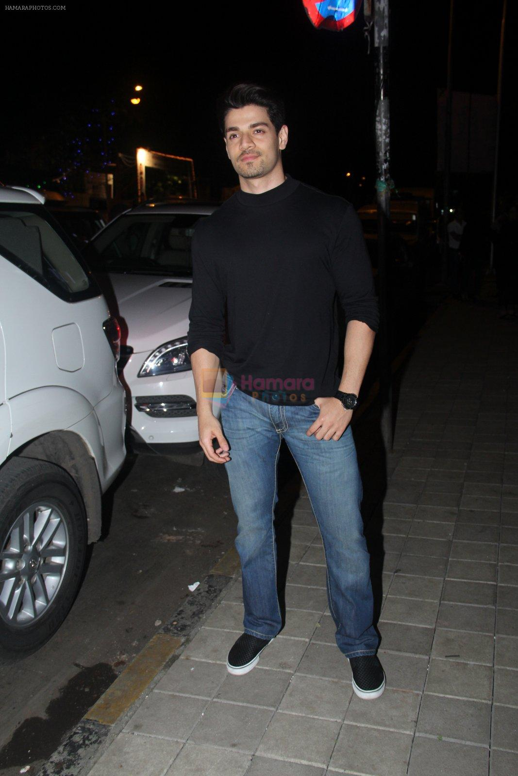 Sooraj Pancholi snapped with his family for dinner in Bandra on 12th Sept 2016