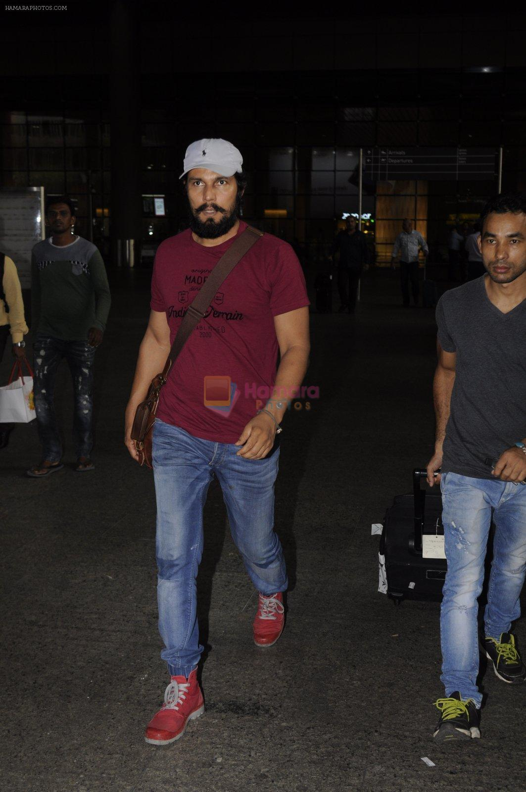 Randeep Hooda snapped at airport on 14th Sept 2016