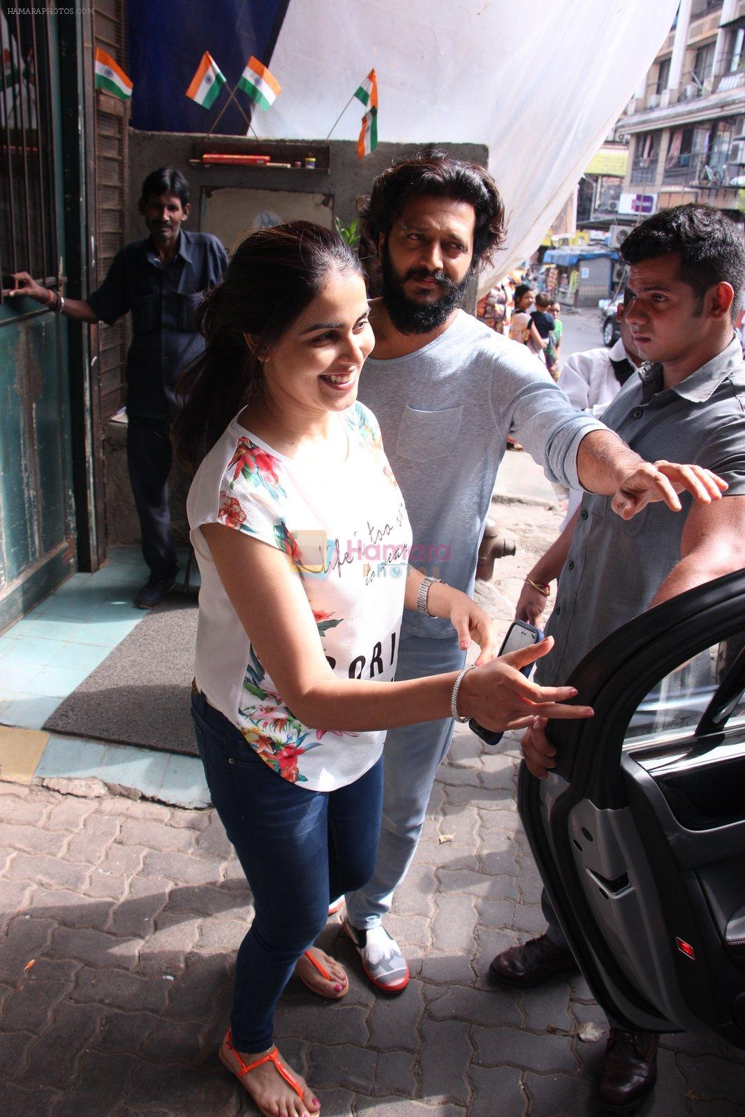 Riteish Deshmukh snapped with wife Genelia on 14th Sept 2016