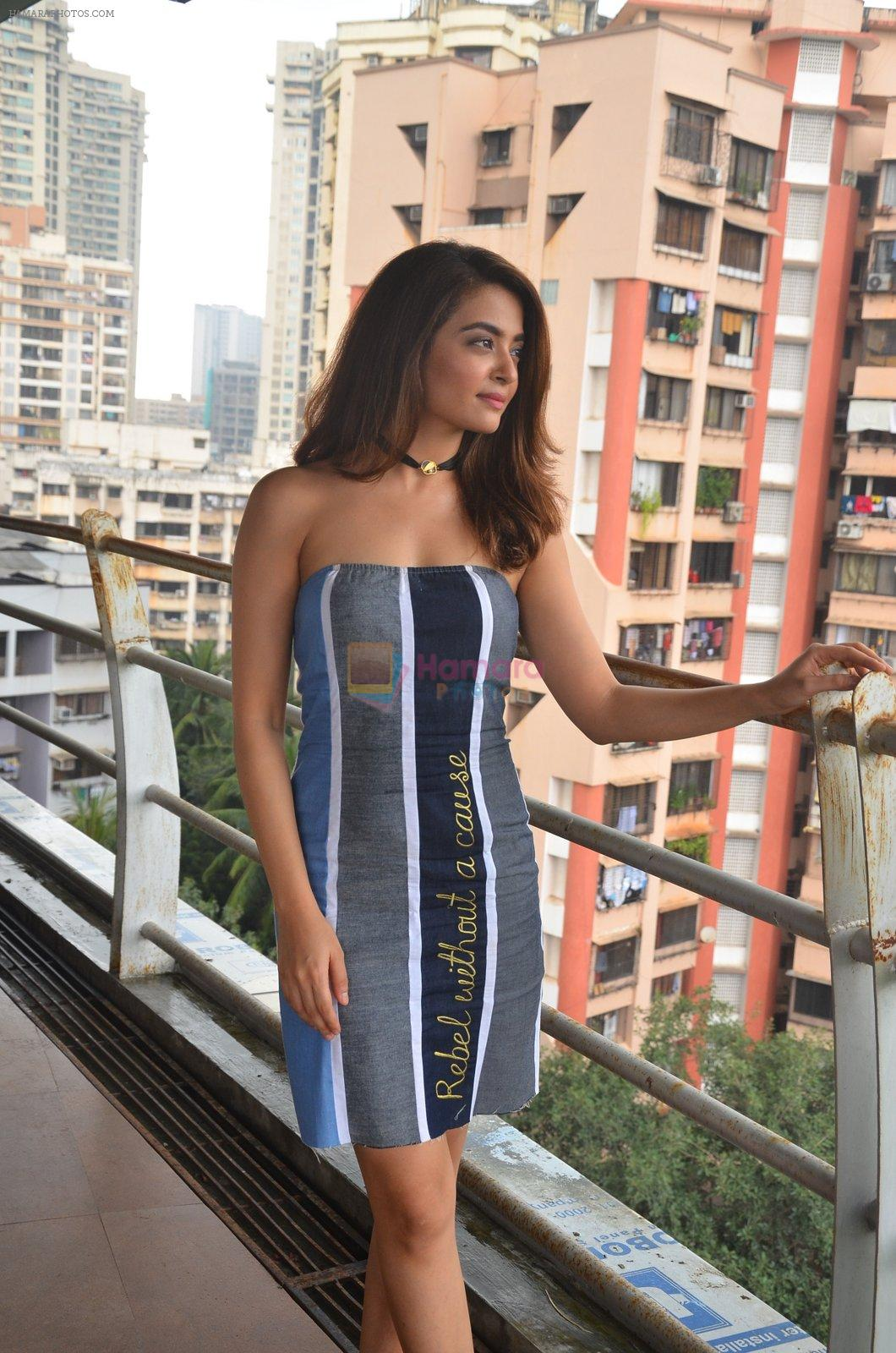 Surveen Chawla at Parched Photoshoot on 17th Sept 2016
