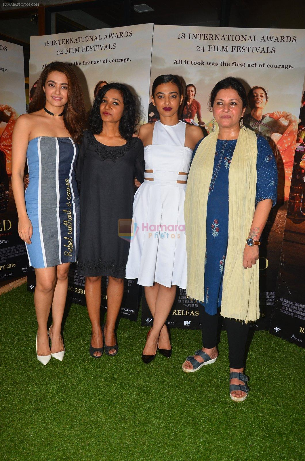 Surveen Chawla, Tannishtha Chatterjee, Radhika Apte, Leena Yadav at Parched Photoshoot on 17th Sept 2016