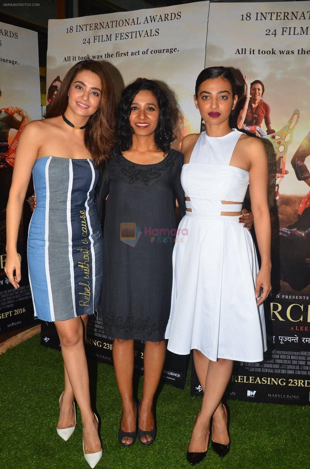 Surveen Chawla, Tannishtha Chatterjee, Radhika Apte at Parched Photoshoot on 17th Sept 2016
