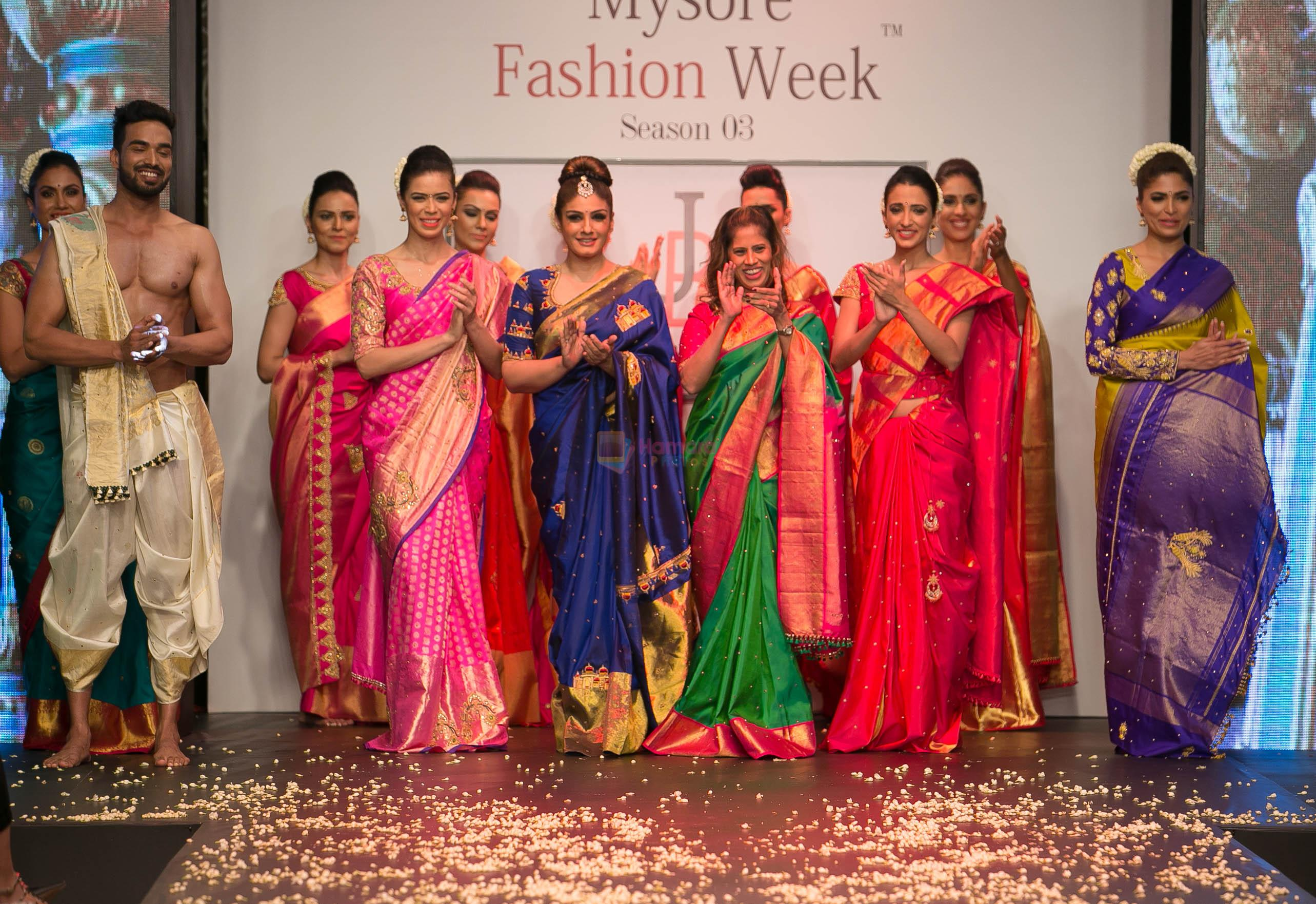 Raveena Tandon showstopper for Jayanthi Ballal At Mysore Fashion Week � SEASON 3 on 19th Sept 2016