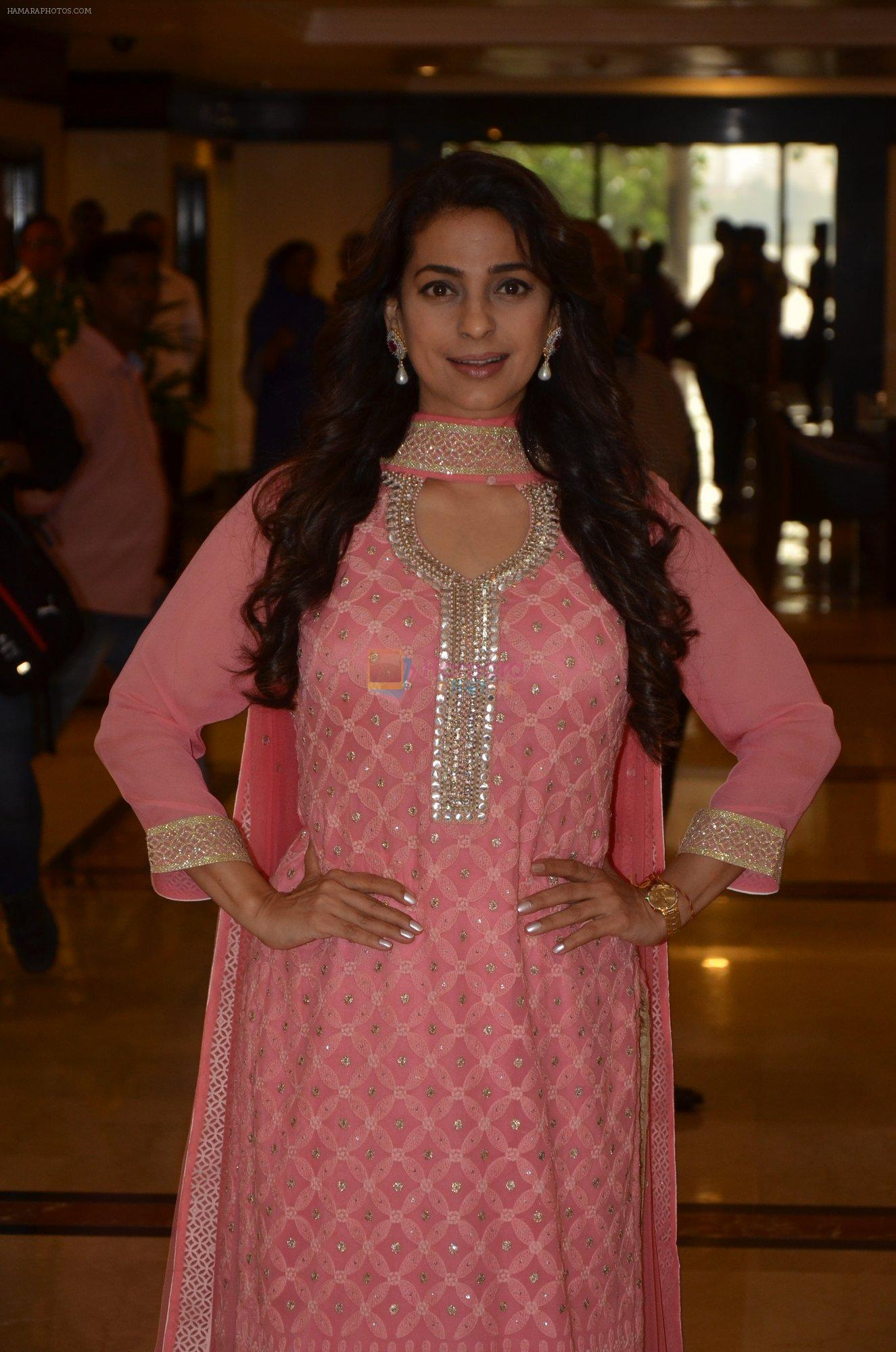 Juhi Chawla at Priyadarshni Award on 19th Set 2016