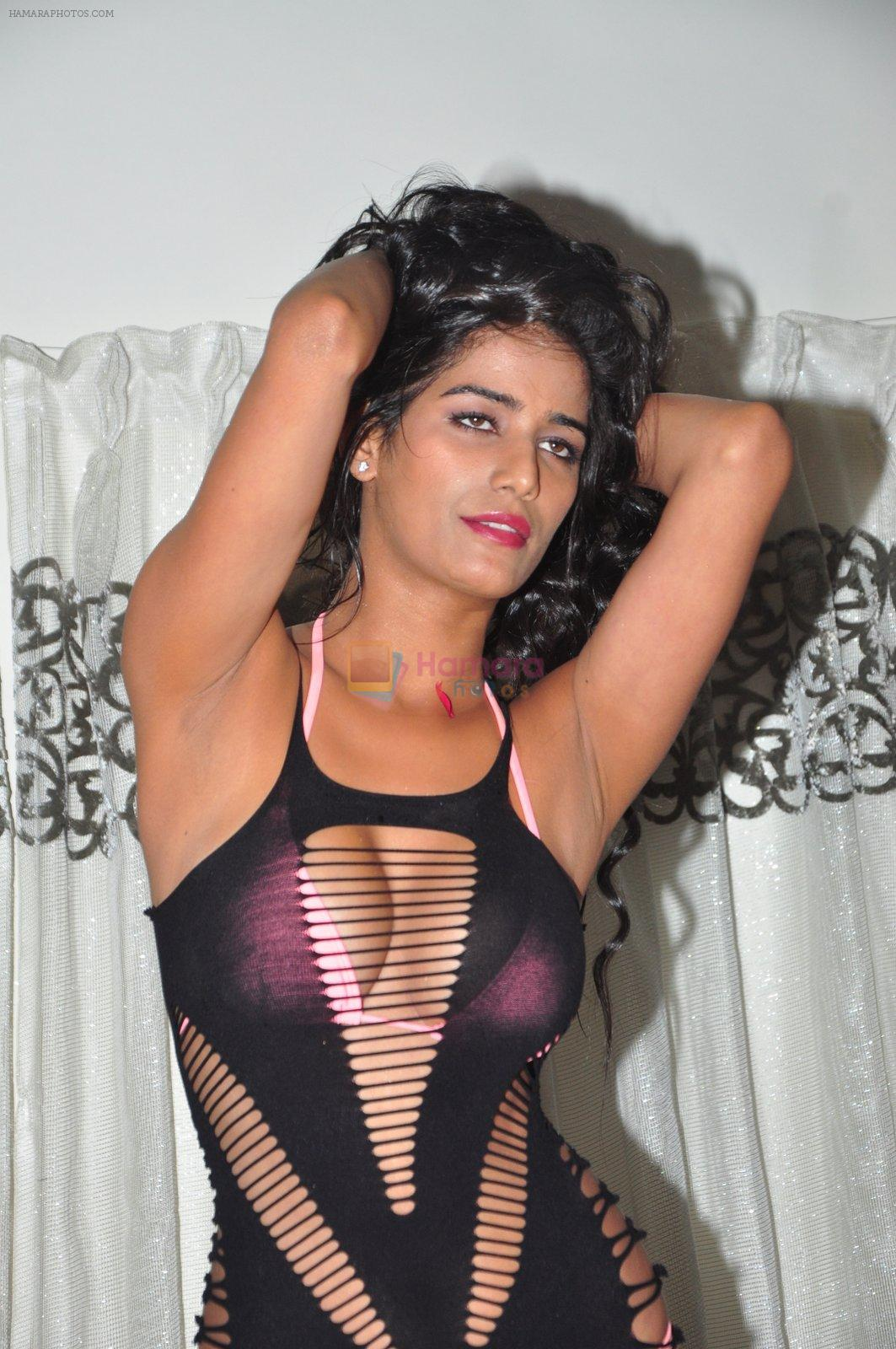 Poonam Pandey photo shoot on 20th Sept 2016