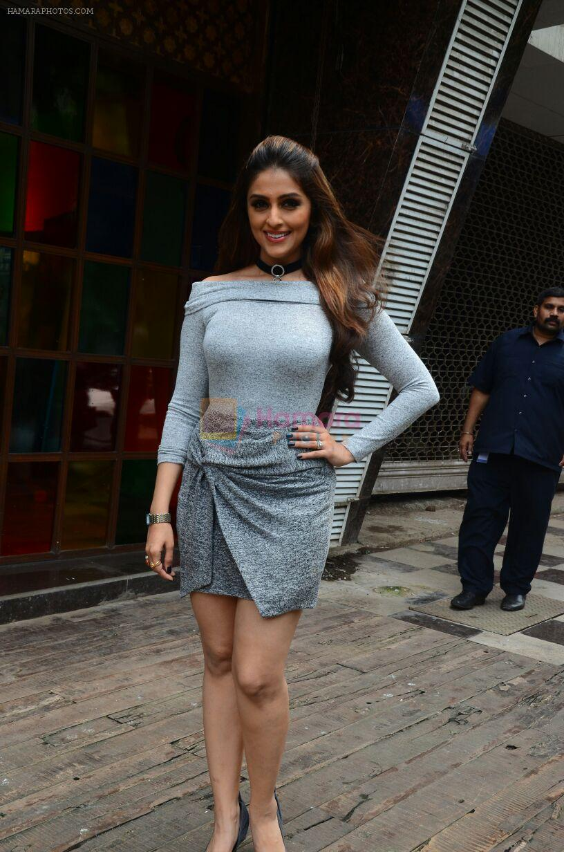 Aarti Chabbria at Mumbai Varanasi Express trailer launch