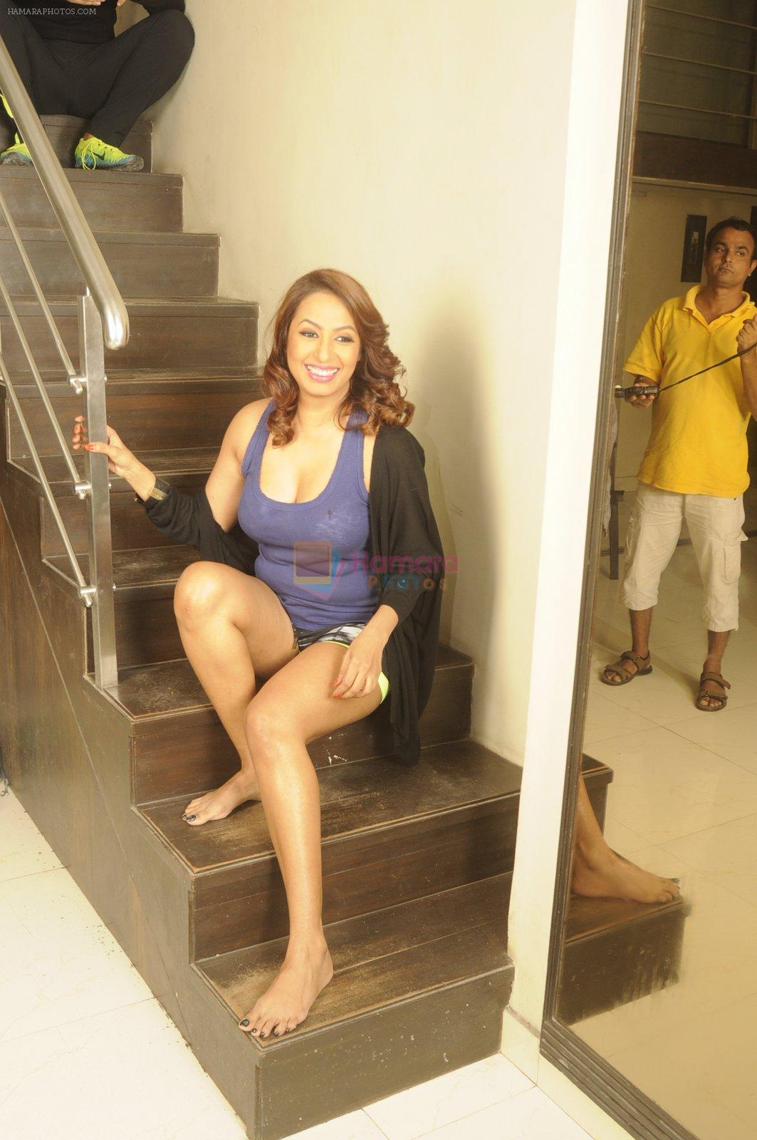 Kashmira Shah photo shoot at Bhupi studio for her new movie she has directed _Come back to me_on 25th Sept 2016