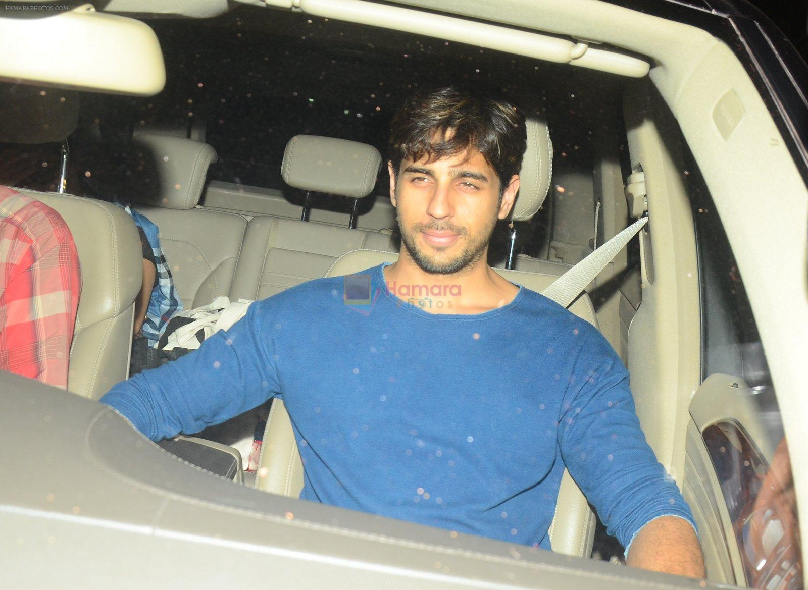 Sidharth Malhotra snapped at a private bash on 26th Sept 2016