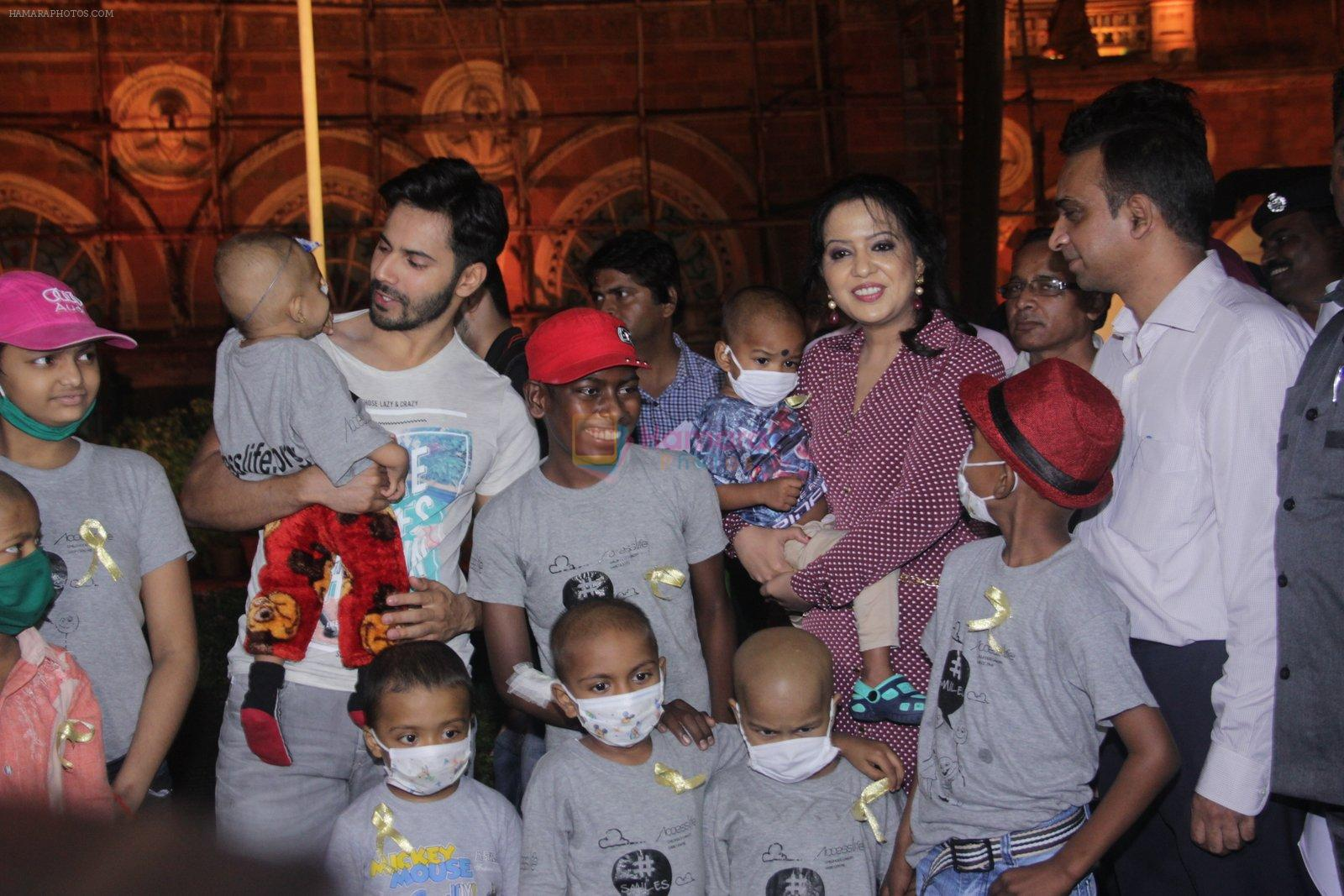 Varun Dhawan with Amruta Fadnavis as a part of unique awareness with cancer Patients on 27th Sept 2016