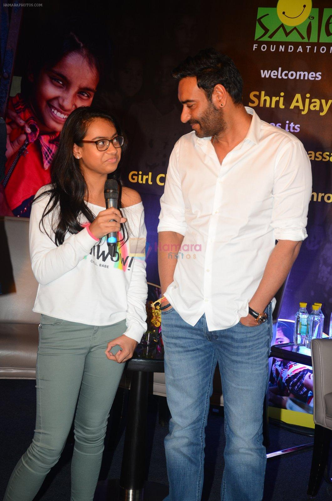 Ajay Devgan at smile foundation event with daughter Nysa on 28th Sept 2016