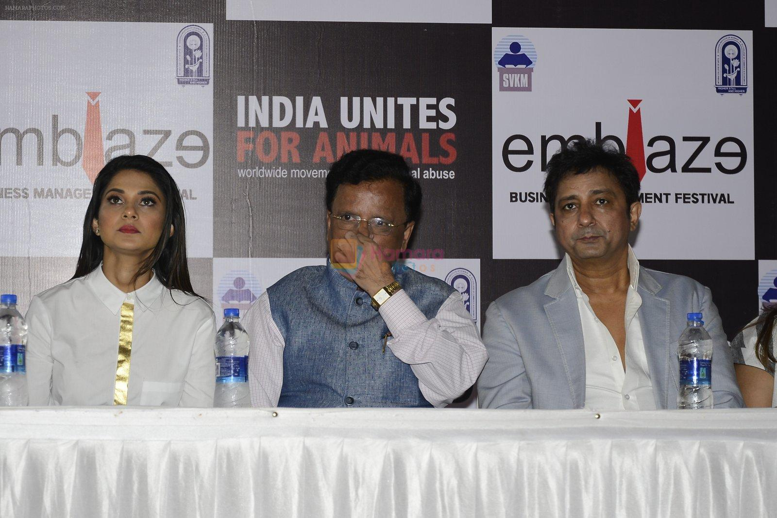 Jennifer Winget, Sukhwinder Singh at India Unites for Animals Event in Mithibai college on 29th Sept 2016