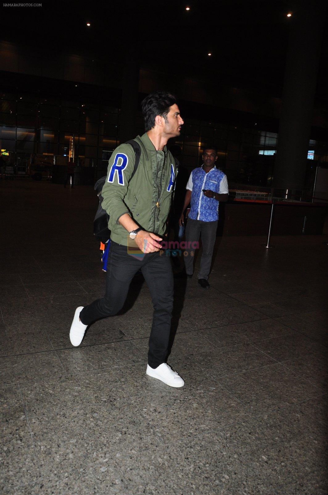 Sushant Singh Rajput snapped at airport on 28th Sept 2016