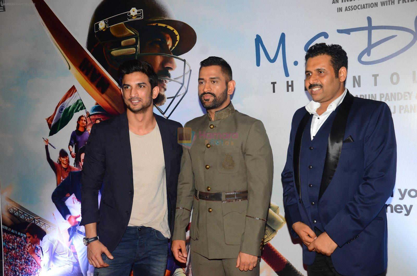 Mahendra Singh Dhoni, Sushant Singh Rajput at MS Dhoni premiere in Mumbai on 29th Sept 2016
