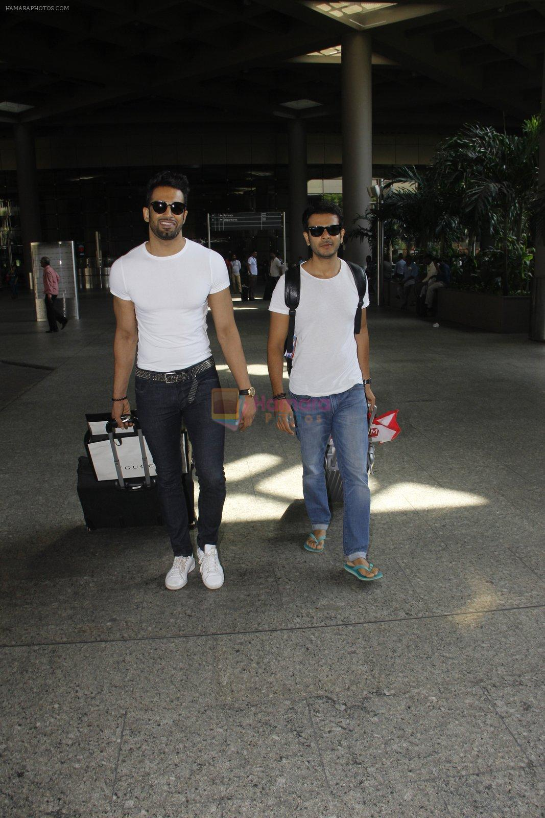 Upen Patel snapped at airport on 29th Sept 2016