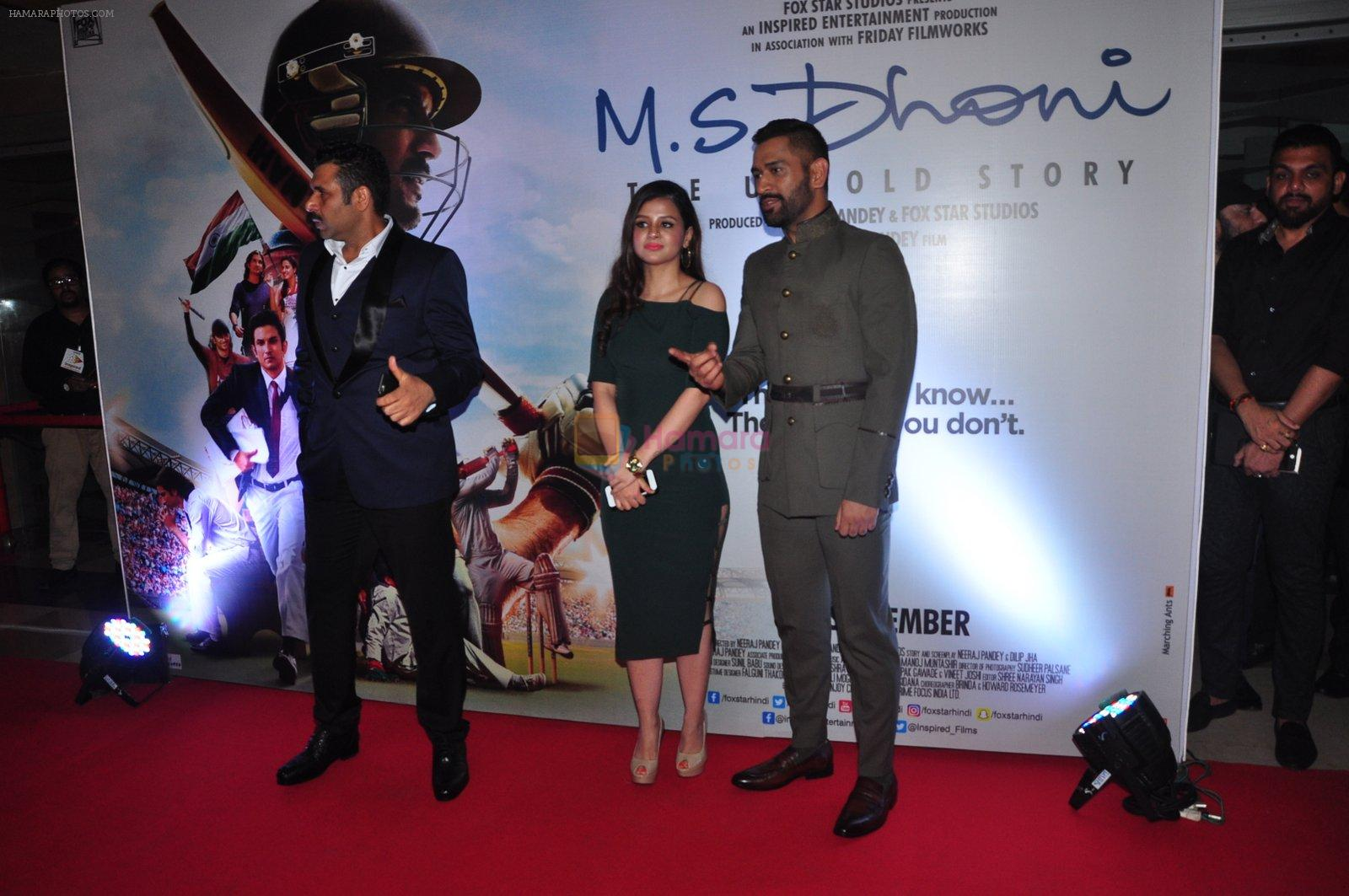 Mahendra Singh Dhoni at MS Dhoni premiere in Mumbai on 29th Sept 2016