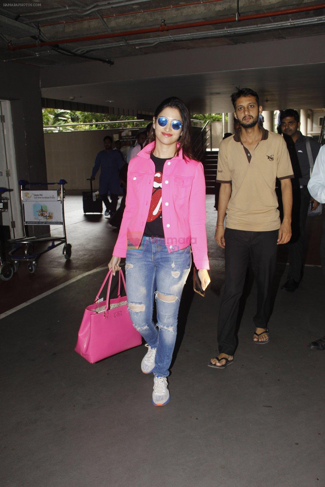 Tamannaah Bhatia snapped at airport on 29th Sept 2016