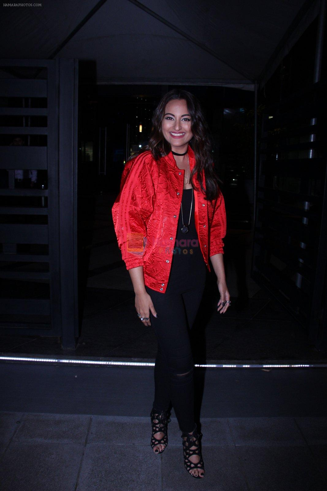 Sonakshi Sinha snapped at BKC post dinner on 30th Sept 2016