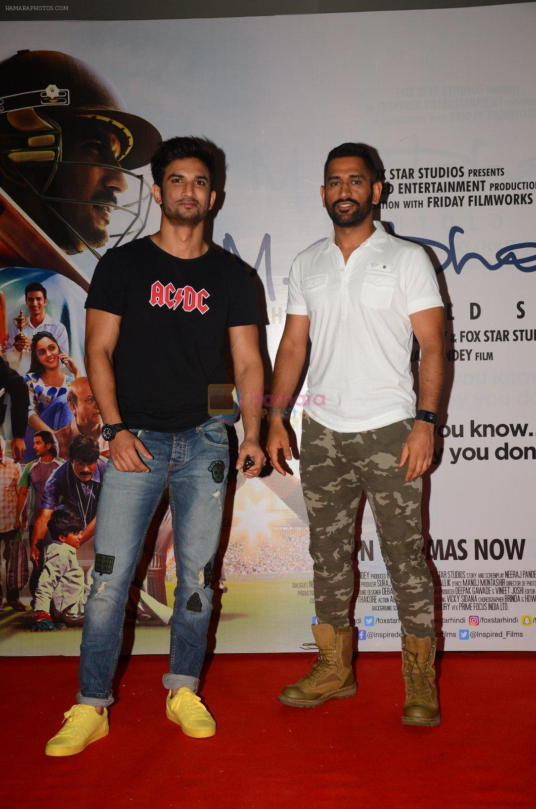 Mahendra Singh Dhoni and Sushant Singh Rajput promote film M S Dhoni in Oberoi Mall on 30th Sept 2016