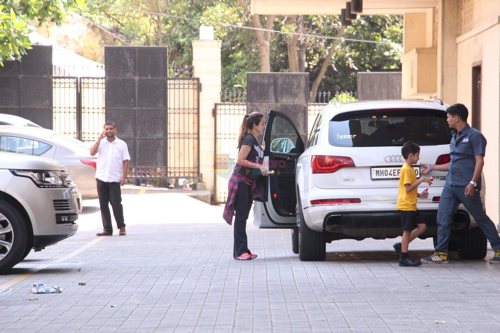 Amrita Arora snapped as she gets son from school on 30th Sept 2016