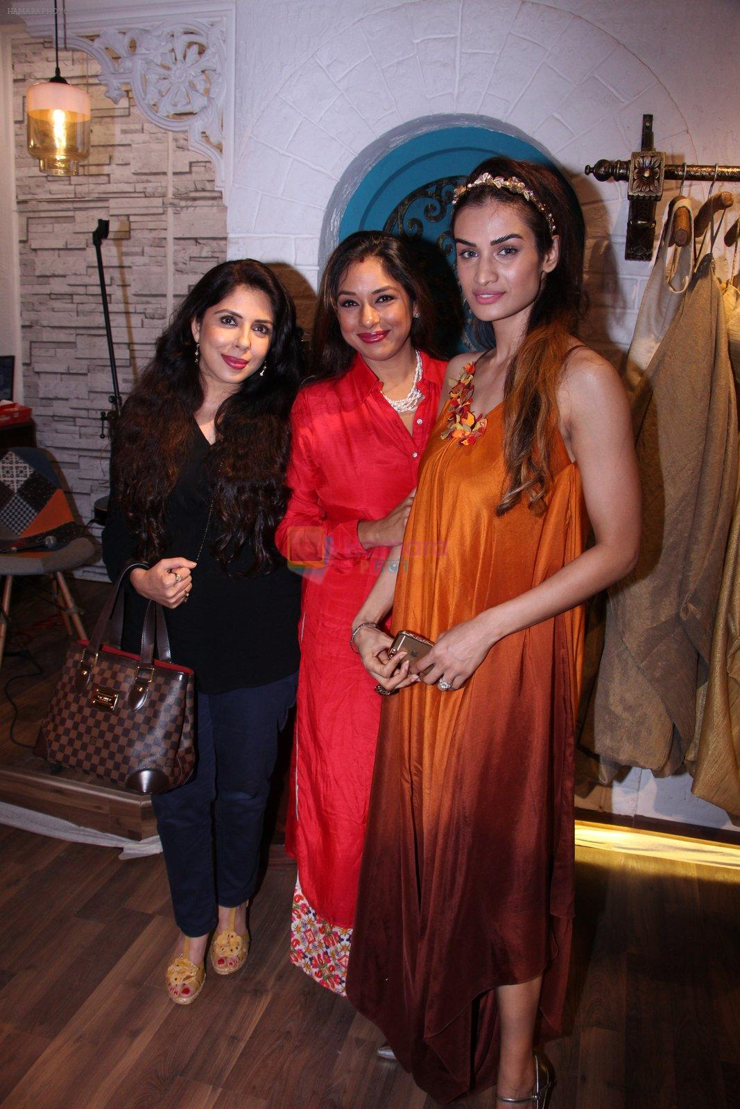 Karishma Modi at Bhumika and Jyoti fashion preview on 1st Oct 2016
