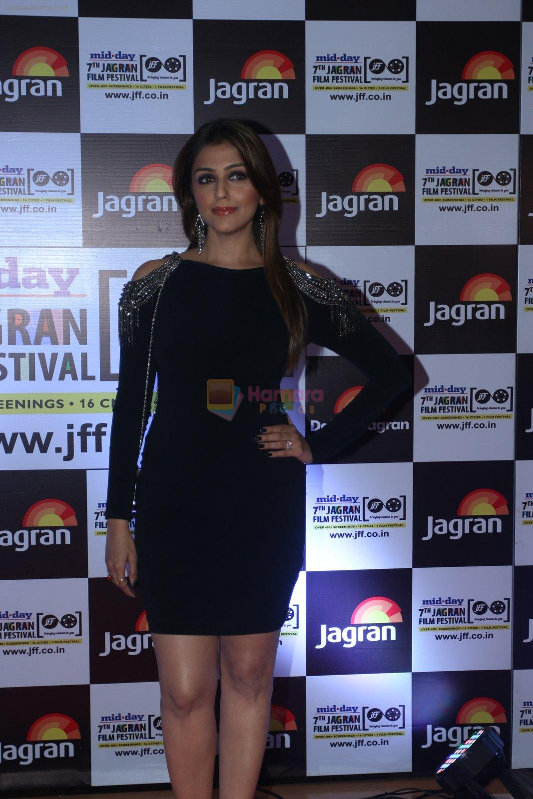 Aarti Chabbria at Jagran Film fest awards on 30th Sept 2016