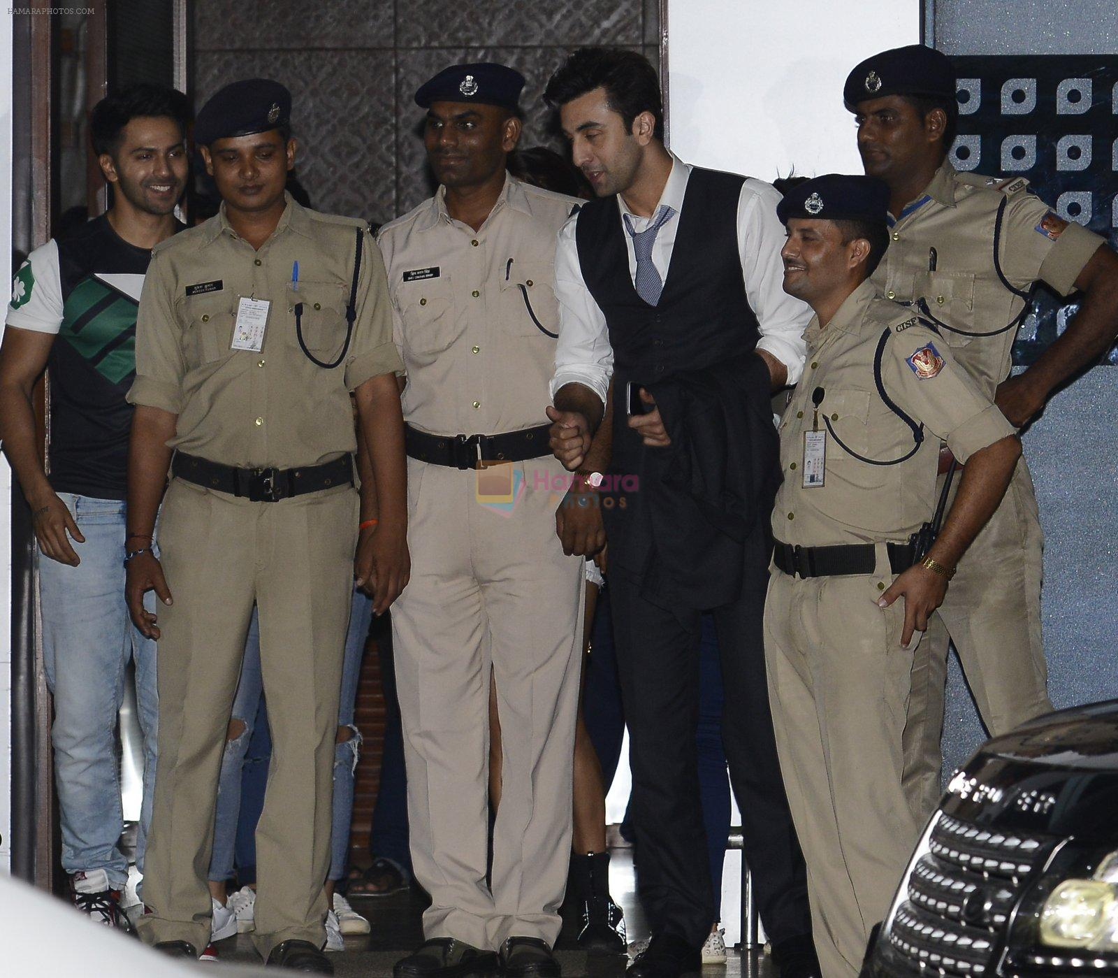 Ranbir Kapoor snapped at private airport on 1st Oct 2016