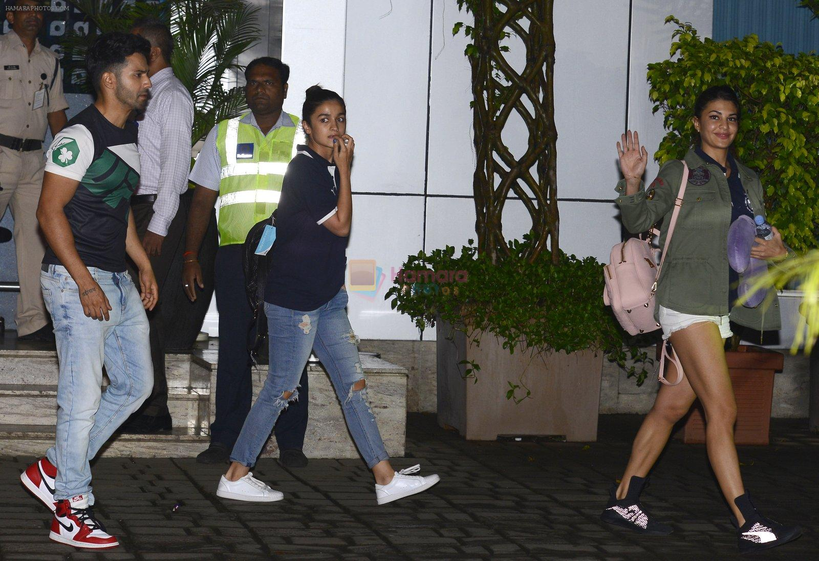Alia Bhatt snapped at private airport on 1st Oct 2016