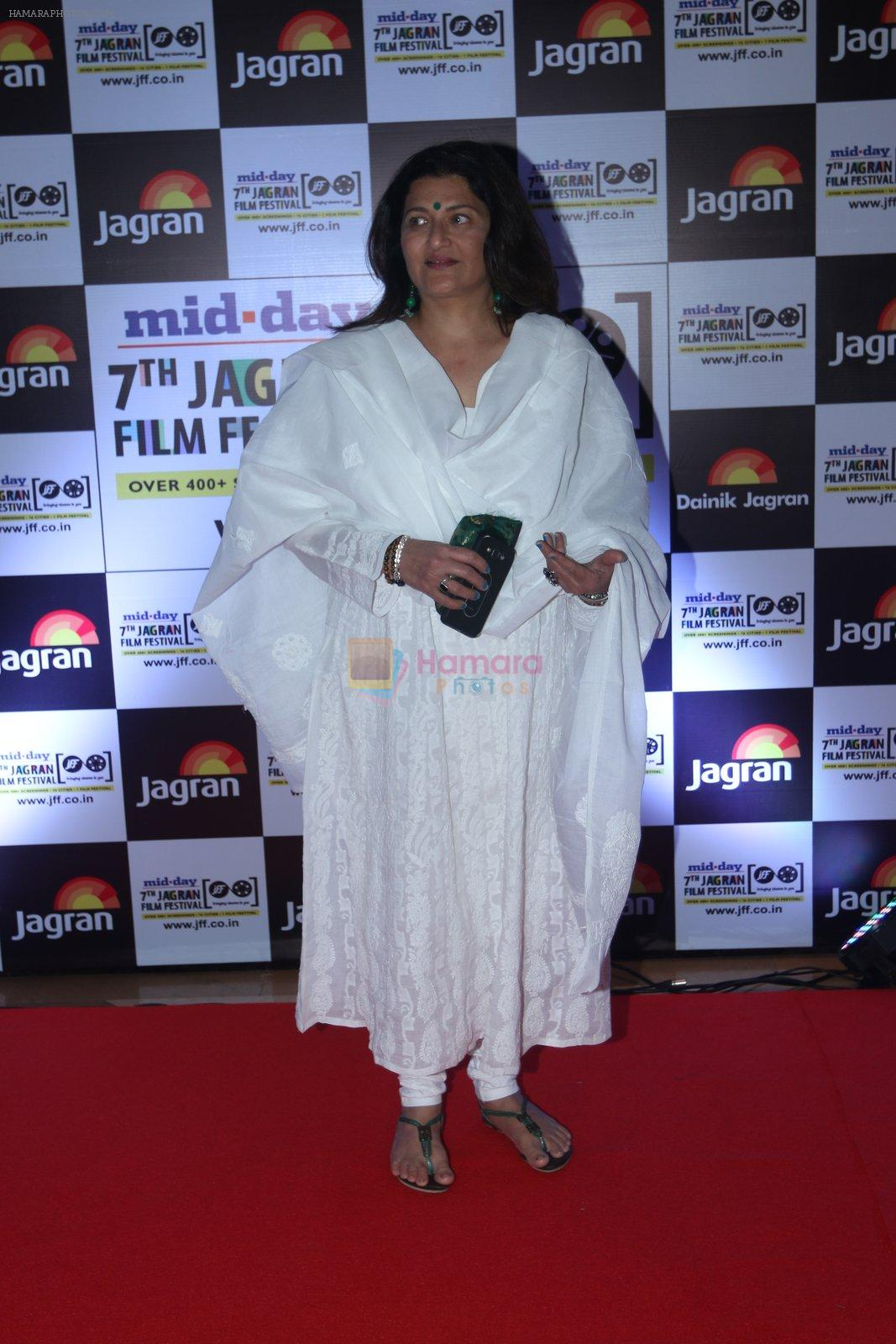 Sarika at Jagran Film fest awards on 30th Sept 2016