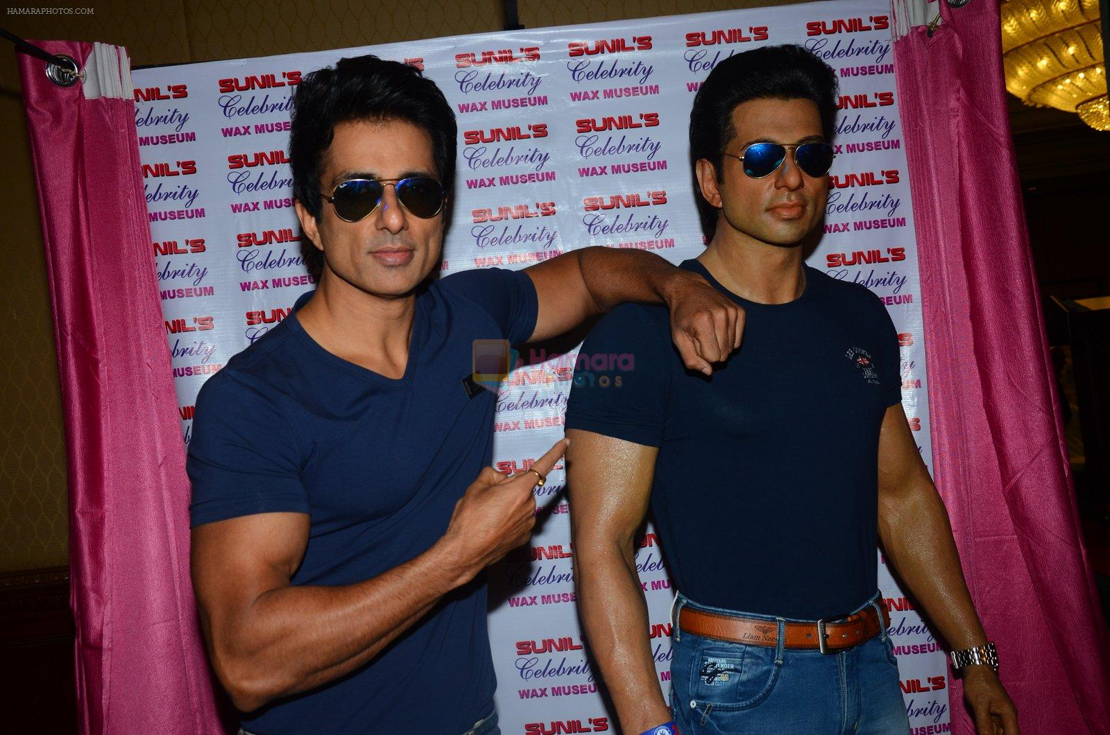 Sonu Sood's wax statue unveiled in Mumbai on 1st Oct 2016