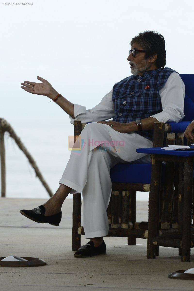 Amitabh Bachchan at NDTV Cleanathon campaign in Juhu Beach on 2nd Oct 2016