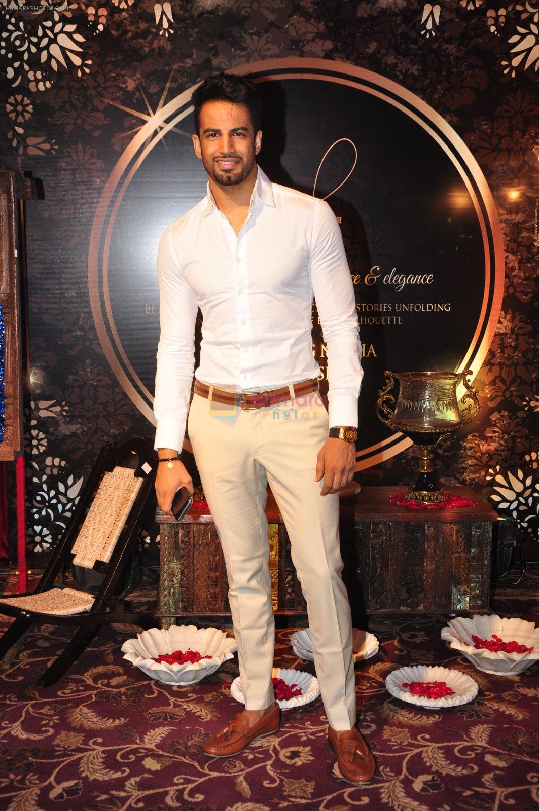 Upen Patel at Naafia Naazish exhibition on 1st Oct 2016
