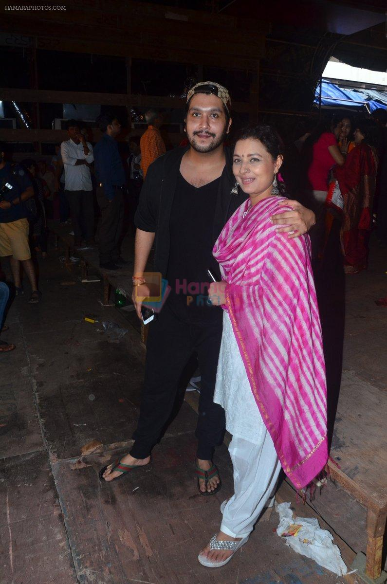Sharbani Mukherjee at Durga Pooja on 2nd Oct 2016