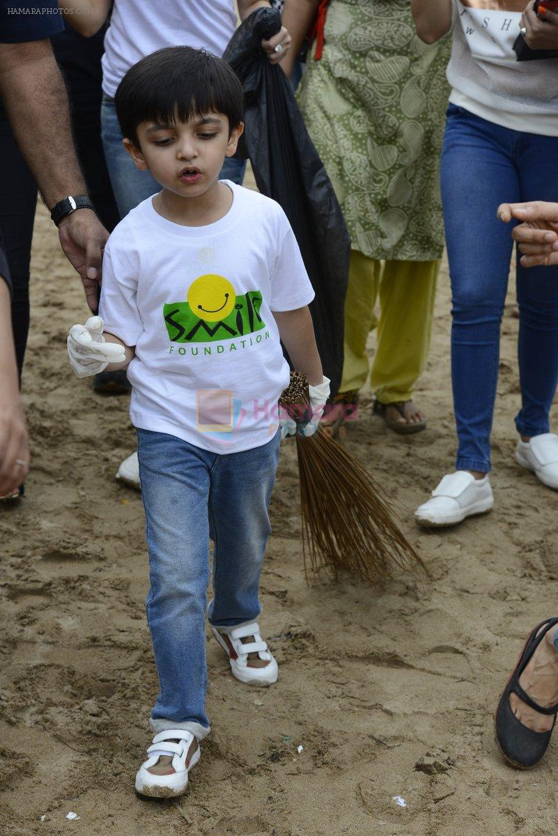 Divya Kumar at NDTV Cleanathon campaign in Juhu Beach on 2nd Oct 2016