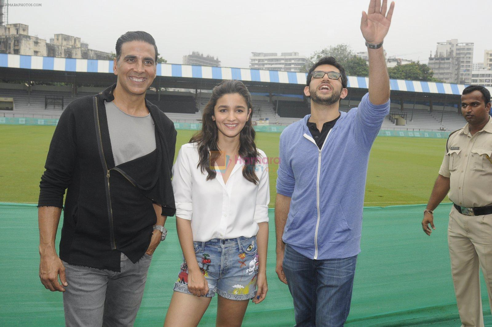 Alia Bhatt, Aditya Thackeray, Akshay Kumar for prize distribution for female martial arts for self defense course on 2nd Oct 2016