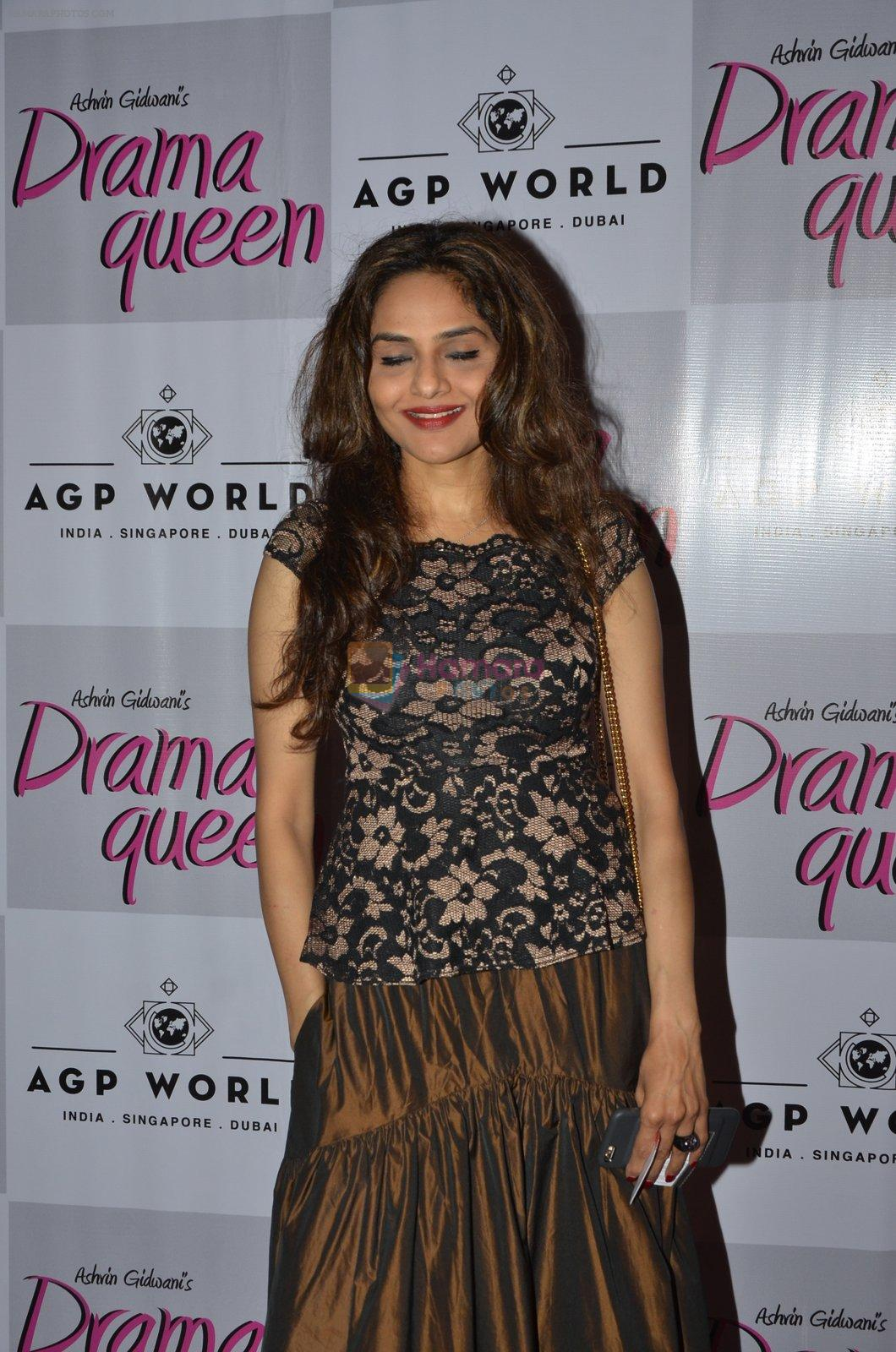 Madhoo at Suchitra Krishnamurhty's play Dram Queen premiere on 2nd Oct 2016